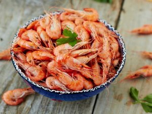 Cleaned whole prawns