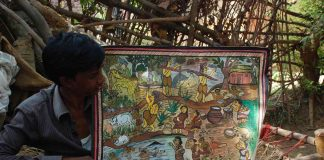 A chitrakar showing paitkar painting